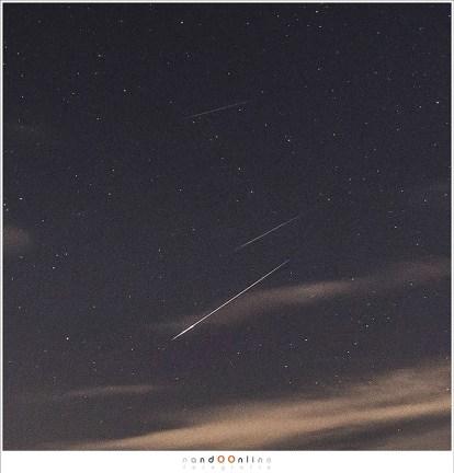 100% crop uit de vorige foto van drie Perseïden meteoren