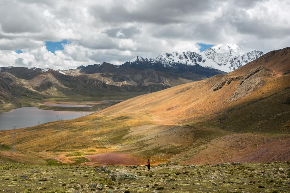 Chacaltaya es una montaña ubicada en el Departamento de La Paz de Bolivia con una altura de 5421 msnm, está localizada en la Cordillera de los Andes. Esta a 30 kilómetros de la ciudad de La Paz y muy cerca del Huayna Potosí. (Tetsu Espósito)