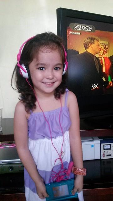 Lucy & headphone