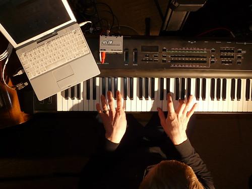 5/52: Bill Van Loo at the iBook instrument station