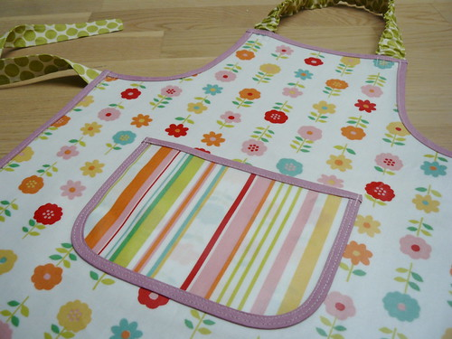 Oilcloth apron - pocket detail
