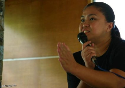 """PHOTO-JOURNALIST AND BLOGGER JOJIE ALCANTARA DEMONSTRATING HER KARATE CHOP RESERVED FOR SLEEPING PARTICIPANTS"""