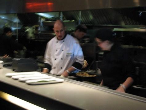 Glowbal kitchen action
