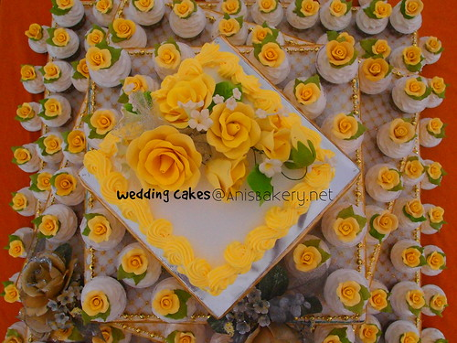 wedding cupcakes | gold theme