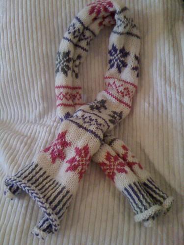 De door Sjannie zekfgebreide sjaal voor mij is af... Superleuk geworden!!!