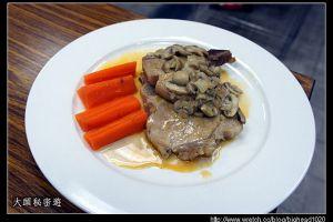 [西餐]主菜類    洋菇煎豬排附橄欖形蘿蔔