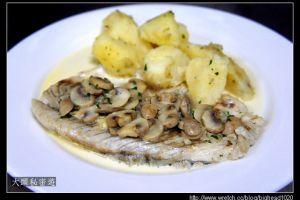 [西餐]主菜類    奶油洋菇鱸魚排附香芹馬鈴薯