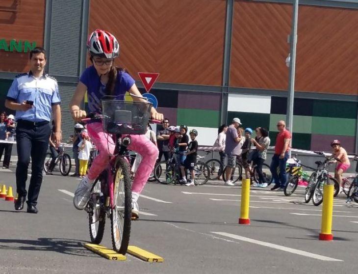 """Concursul """"Cu bicicleta, în siguranță!"""", la Coresi Shopping Resort"""