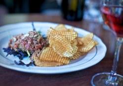 Steak Tartare, chèvre noir, pommes gaufrette