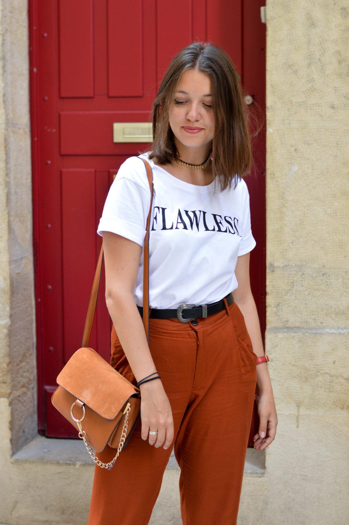 blog mode fière de soi, pantalon carotte et t shirt blanc