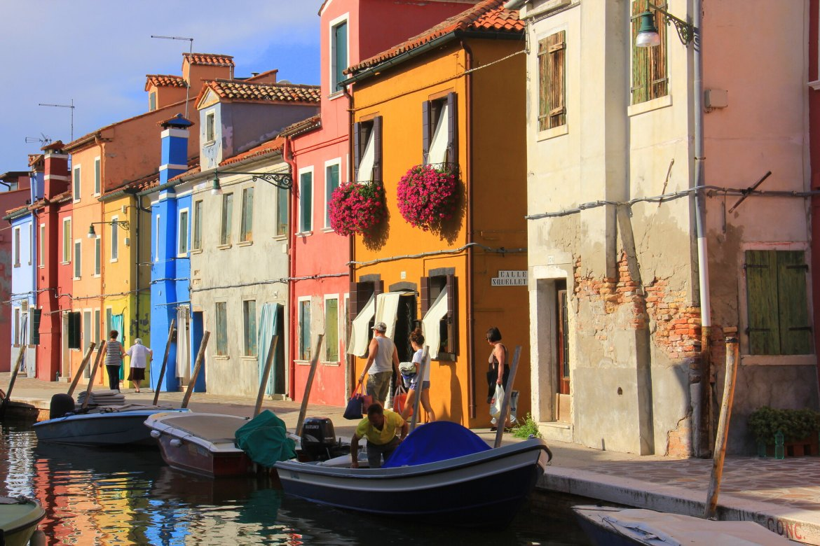 Use your travel pass sensibly to enjoy the islands on the Venetian lagoon.