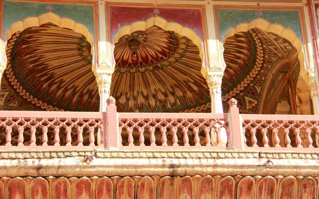 Beautiful frescoes on the hovels in Jaipur