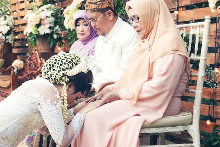 gofotovideo pernikahan outdoor adat jawa di rumah sarwono 242
