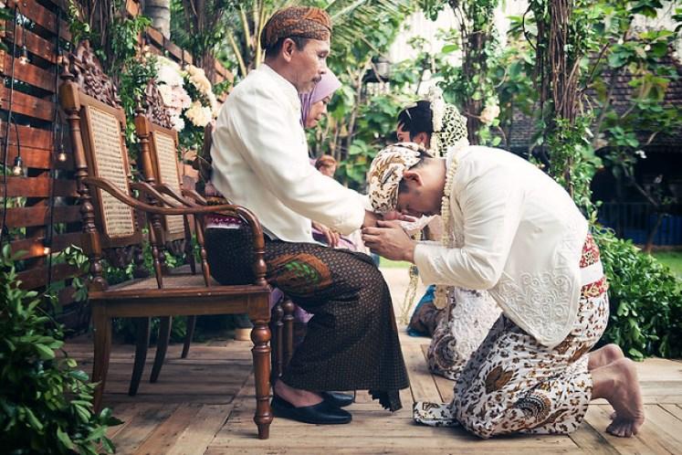 gofotovideo pernikahan outdoor adat jawa di rumah sarwono 240