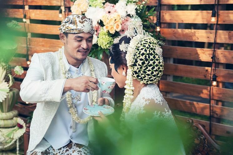 gofotovideo pernikahan outdoor adat jawa di rumah sarwono 237