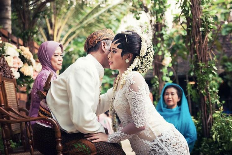 gofotovideo pernikahan outdoor adat jawa di rumah sarwono 239