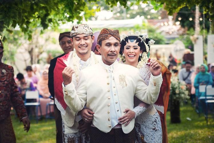gofotovideo pernikahan outdoor adat jawa di rumah sarwono 234
