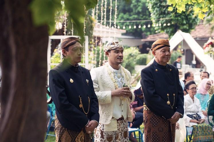 gofotovideo pernikahan outdoor adat jawa di rumah sarwono 226