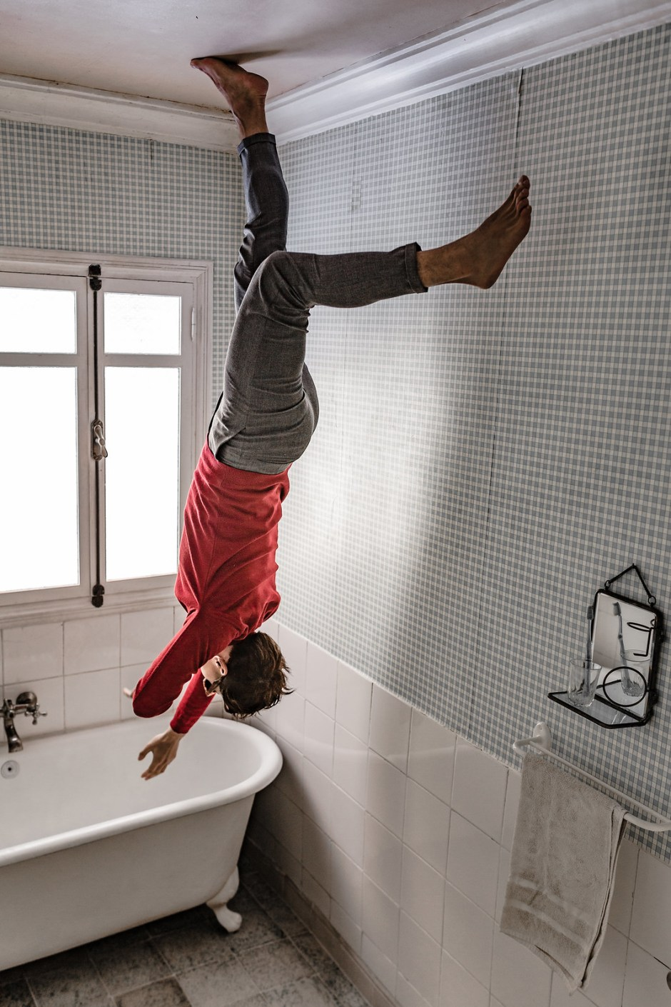 Bathroom_the_house_falling_from_the_sky-5