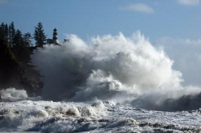 俄勒冈海岸的巨浪