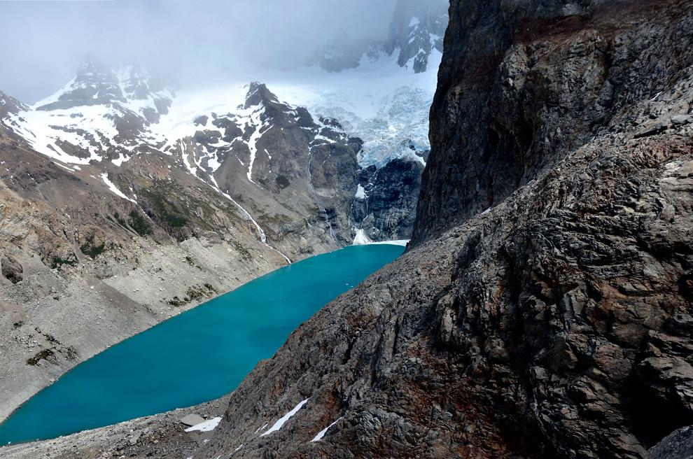 La -Laguna sucia- en realidad de un color turquesa, es una de las Tres lagunas que corona una travesía de 9 horas, una de las más exigentes pero populares del Chaltén.(Roberto Dam - Patagonia, Argentina)
