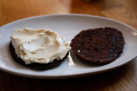 ice cream spread on cookies