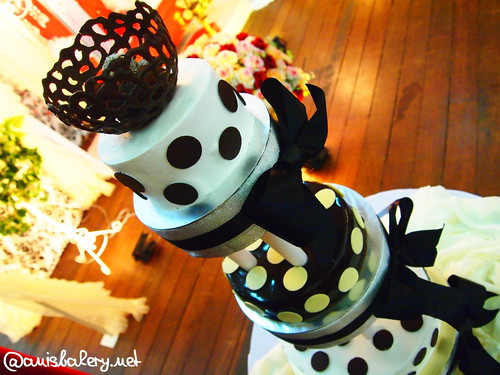 polka dot wedding cakes | black & white