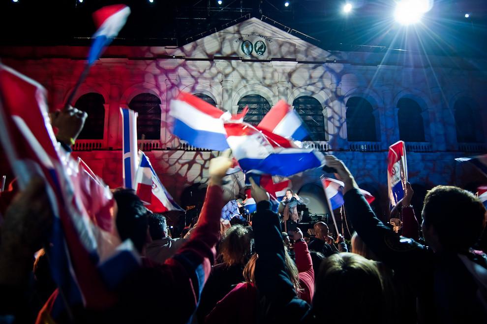 Mucho júbilo se percibió en los festejos nacionales el 15 de Mayo durante el Espectáculo de Luz y Sonido llevado a cabo en el Cabildo, donde se realizaron hermosas proyecciones multimedia. (Elton Núñez - Asunción, Paraguay)