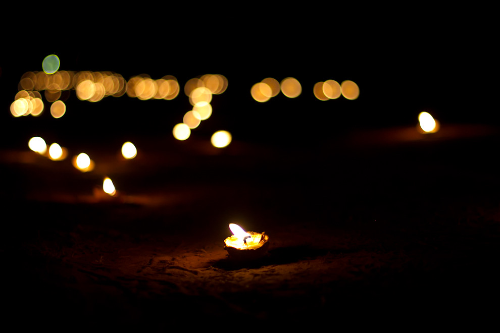 Miles de  candiles artesanales como este, iluminaban el camino por donde se realizaba la procesión de Tañarandy. (Tetsu Espósito - San Ignacio, Paraguay)