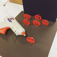 Behind the scenes on our #scary #halloween #badge making #workshop https://t.co/BvFtNn6deT