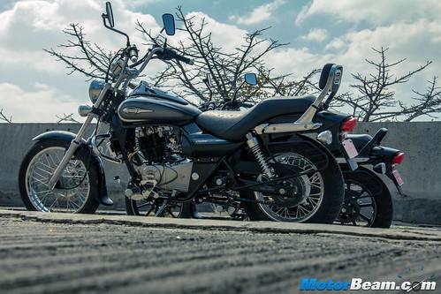 2016-Bajaj-Avenger-220-12