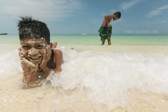Two2Travel.com | Diniwid Beach, Boracay