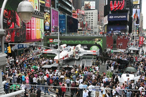 Life-size LEGO X-wing in Times Square (1)
