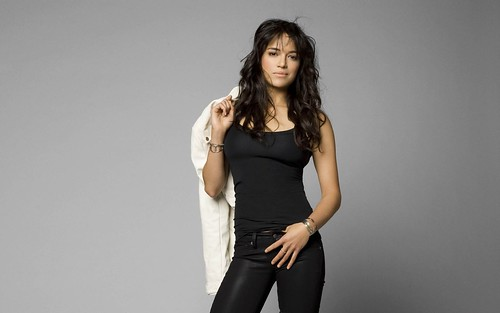 Michelle Rodriguez: Atletica y Ruda Actriz de Hollywood
