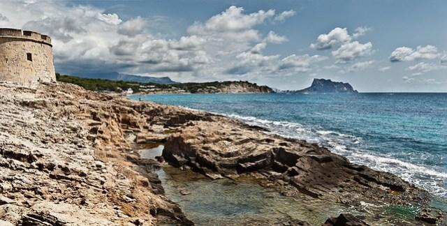 protecting the coast / protegiendo la costa