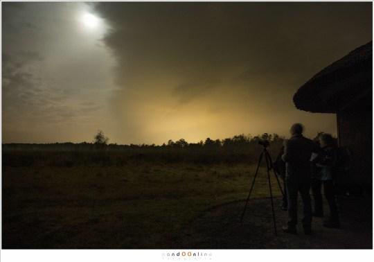 Tegen het einde van de avond trokken donkere wolken over de hemel