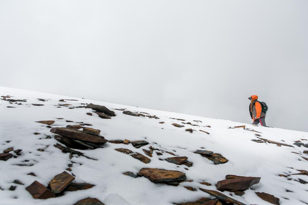 La montaña Chacaltaya en los últimos años fue perdiendo nieve drásticamente a causa del calentamiento global. El glaciar que albergaba desapareció por completo en 2010, cuando se sublimó toda su nieve. Es el primer glaciar tropical extinto de Sudamérica. (Tetsu Espósito)