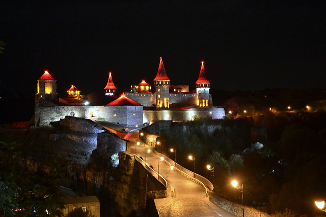 Ukrainian castles_Kamianets-Podilskyi at night