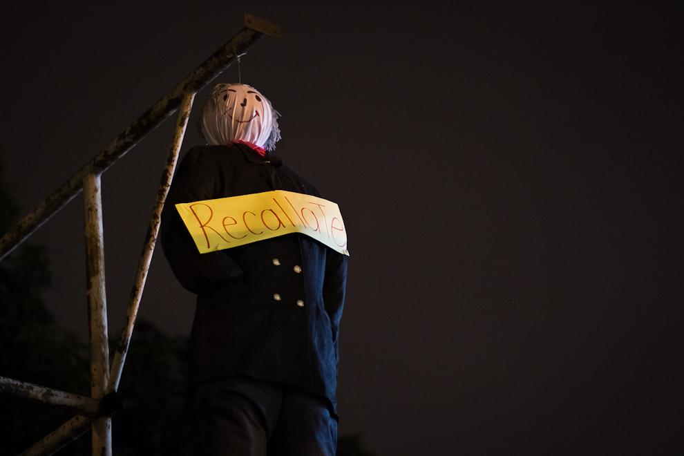El Judas Kái (Quemazón de Judas) es una tradición en los San Juanes de todo el país, donde por lo general siempre se elige un personaje nacional que es repudiado por el pueblo. El muñeco confeccionado de tela está rellenado con explosivos en su interior y será encendido cerca de la media noche. (Tetsu Espósito)