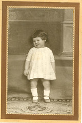 """Niña • <a style=""""font-size:0.8em;"""" href=""""http://www.flickr.com/photos/57247282@N05/6244745058/"""" target=""""_blank"""">View on Flickr</a>"""