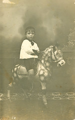 """Niño a caballo • <a style=""""font-size:0.8em;"""" href=""""http://www.flickr.com/photos/57247282@N05/6244230119/"""" target=""""_blank"""">View on Flickr</a>"""