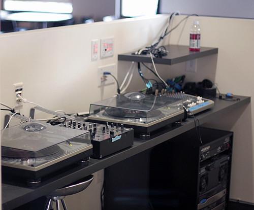 Twitter DJ booth
