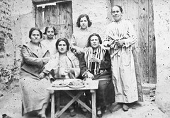 "Madre, abuela y tias de Julian Uriel, la niña hija de la Argentinita. • <a style=""font-size:0.8em;"" href=""http://www.flickr.com/photos/57247282@N05/6244176335/"" target=""_blank"">View on Flickr</a>"