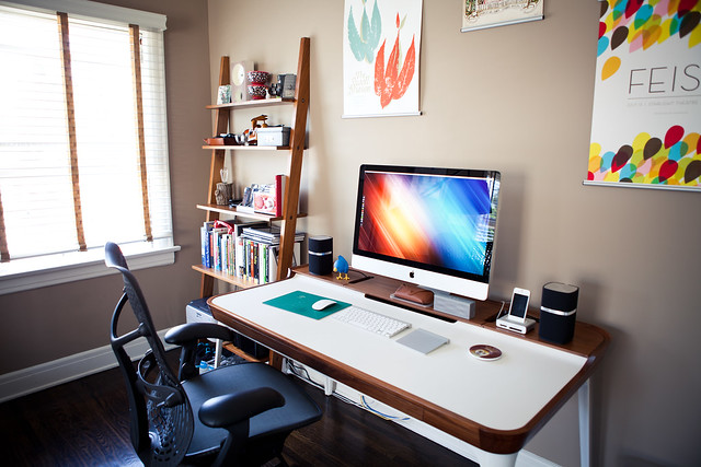 6090928074 05bf8e6ebd z LA Home Office by Garrett Murray | Featured Workspace