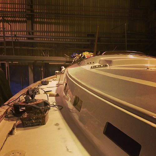 Jobbar mig neråt #segelbåt #båtrenovering #oe32