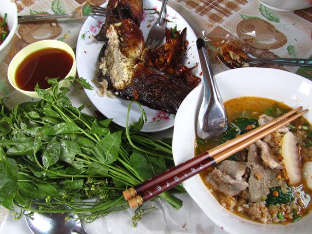 Bang Nam Phueng Floating Market