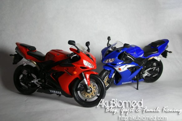 Yamaha Superbike R1 Red and Blue