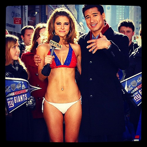 Maria Menounos wears #giants bikini in Times Square to pay off Super Bowl bet ツ
