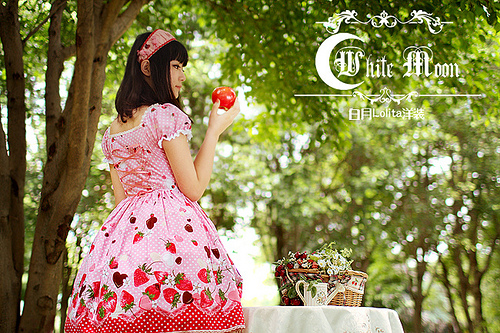 White moon pink alice sweetheart spaghetti straps neckline with strawberry chocolate print lolita dress1