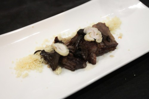 Peito de novilho estufado com molho de alcaçuz e couscous